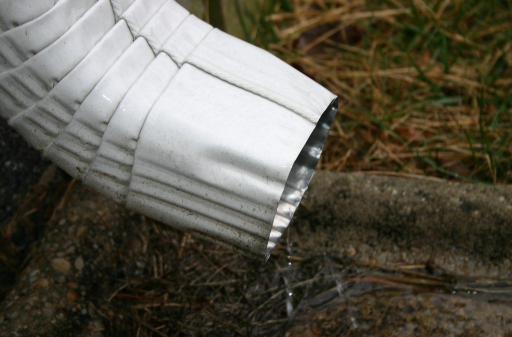 How to Fix That (Maddening) Noisy Downspout